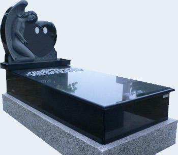 panteón funerario en granito negro sudáfrica de r.l. arranz
